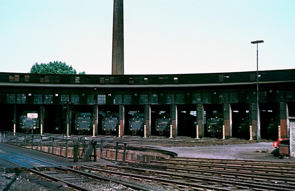 https://posten17.de/wp-content/uploads/2017/02/Ringlokschuppen-BW-Gelsenkirchen-Bismarck-07.1973-970x629.jpg